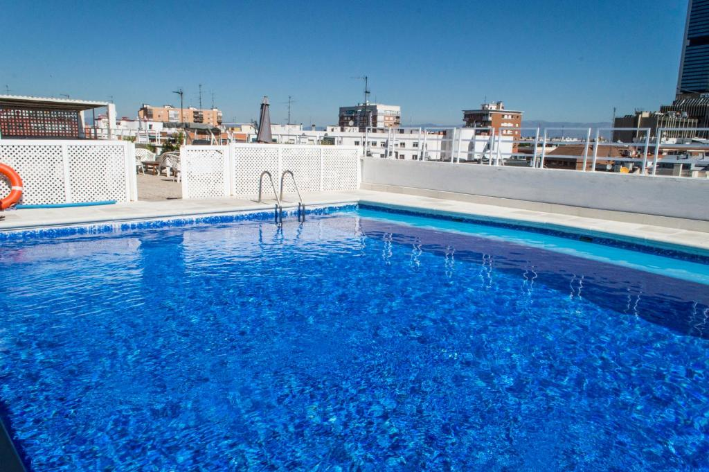 Piscina Plaza Castilla Apartment