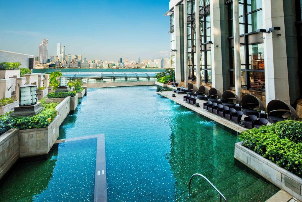 Royal Plaza Hotel: 2018 Room Prices $155, Deals & Reviews
