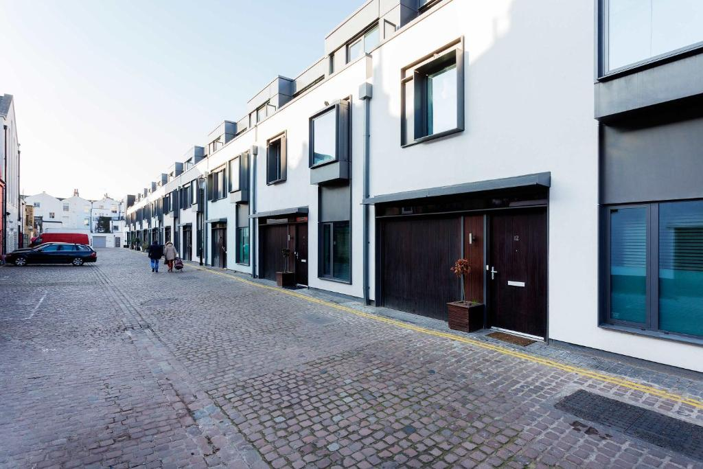 Veeve - Munro Mews, 3 bed by Notting Hill