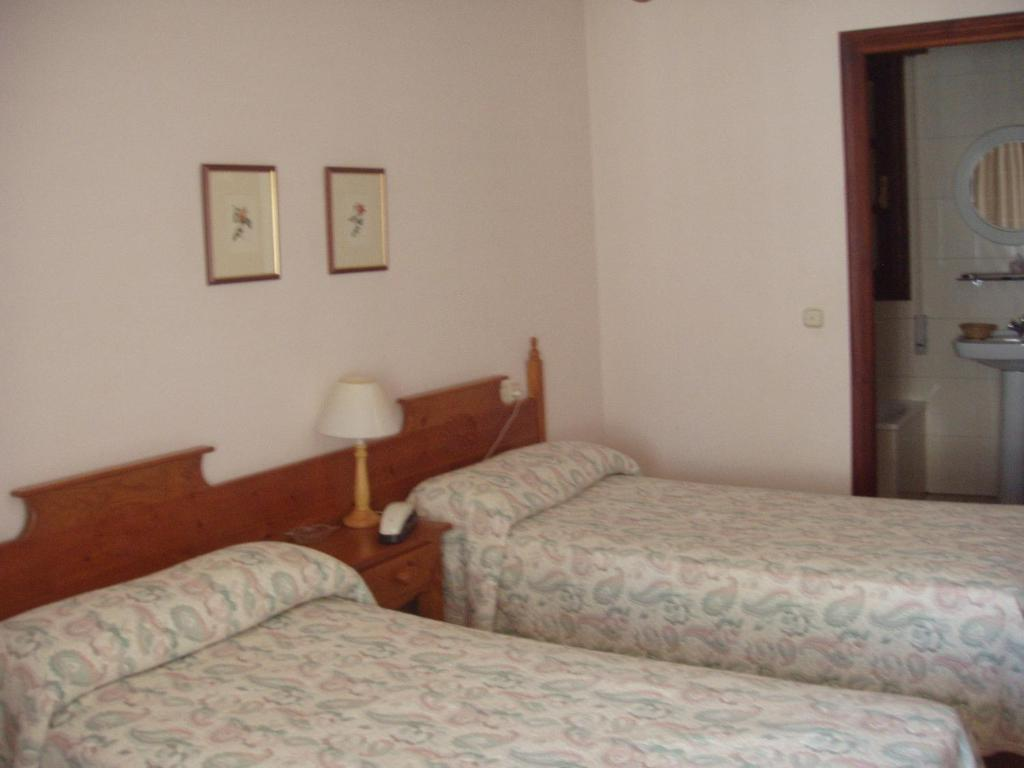 Double or Twin Room - Guestroom