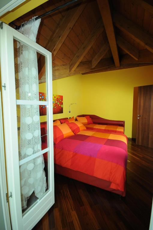 Book Now B&B A Suello (Suello, Italy). Rooms Available for all budgets. B&B A Suello is set in its own garden and it is just 300 metres from the shores of Lago di Annone lake. Offering free Wi-Fi throughout it features air-conditioned rooms wi