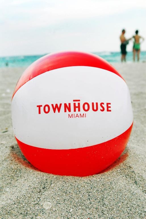Book Now Townhouse Hotel (Miami Beach, United States). Rooms Available for all budgets. Townhouse Hotel offers accommodation in South Beach. Guests can enjoy the on-site bar. Private parking is available on site. The property is just 2 minutes' walk from the beac