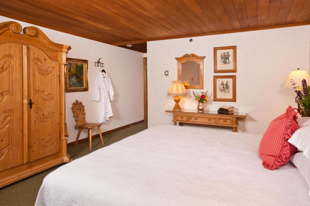 Book Now Christiania At Vail (Vail, United States). Rooms Available for all budgets. Wi-Fi continental breakfast a sauna and a convenient location near Vail Mountain's slopes are all features that guests enjoy while staying at Christiania at Vail. This Europea