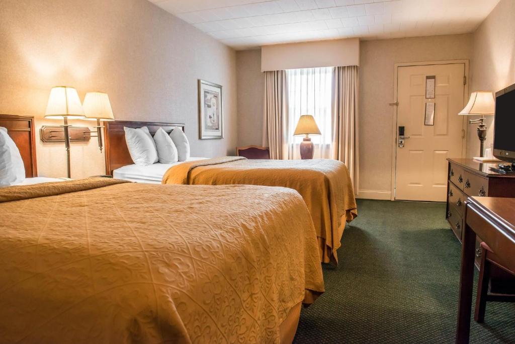 Book Now Quality Inn Pittsburgh Airport (Pittsburgh, United States). Rooms Available for all budgets. Guests can expect complimentary hot breakfast and airport shuttle service at the Quality Inn Pittsburgh Airport as well as Wi-Fi and a convenient location off I-376. The two-s