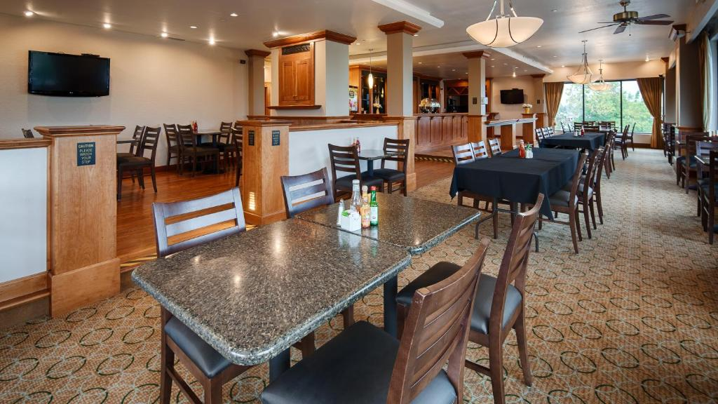 Book Now Best Western Plus Plaza Hotel (Longmont, United States). Rooms Available for all budgets. Highly rated for its convenient location comfortable rooms and dreamy beds the Best Western Plus Plaza Hotel exceeds our guests' expectations. This two-story Best Western Plus