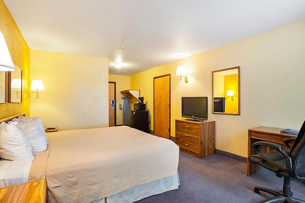 Book Now Rodeway Inn & Suites Blanding (Blanding, United States). Rooms Available for all budgets. It's an easy drive to many of Utah's parks and monuments for our guests from Rodeway Inn & Suites Blanding where a complimentary breakfast free Wi-Fi and an indoor pool and ho