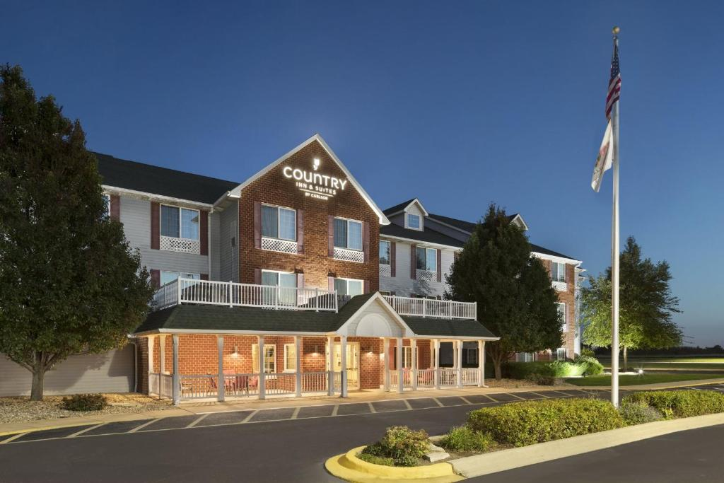 Book Now Country Inn And Suites Manteno (Manteno, United States). Rooms Available for all budgets. Guests get complimentary Wi-Fi hot breakfasts and weekday newspapers at non-smoking Country Inn and Suites Manteno. The 73 non-smoking rooms at the three-story Country Inn and