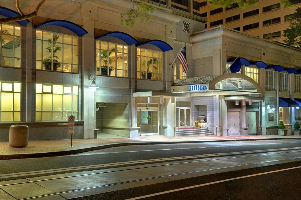 Book Now Hilton Portland Downtown (Portland, United States). Rooms Available for all budgets. The Hilton Portland Downtown Oregon's largest hotel is all about the details in providing comfort quality amenities and a friendly staff. This eco-friendly Hilton features fir