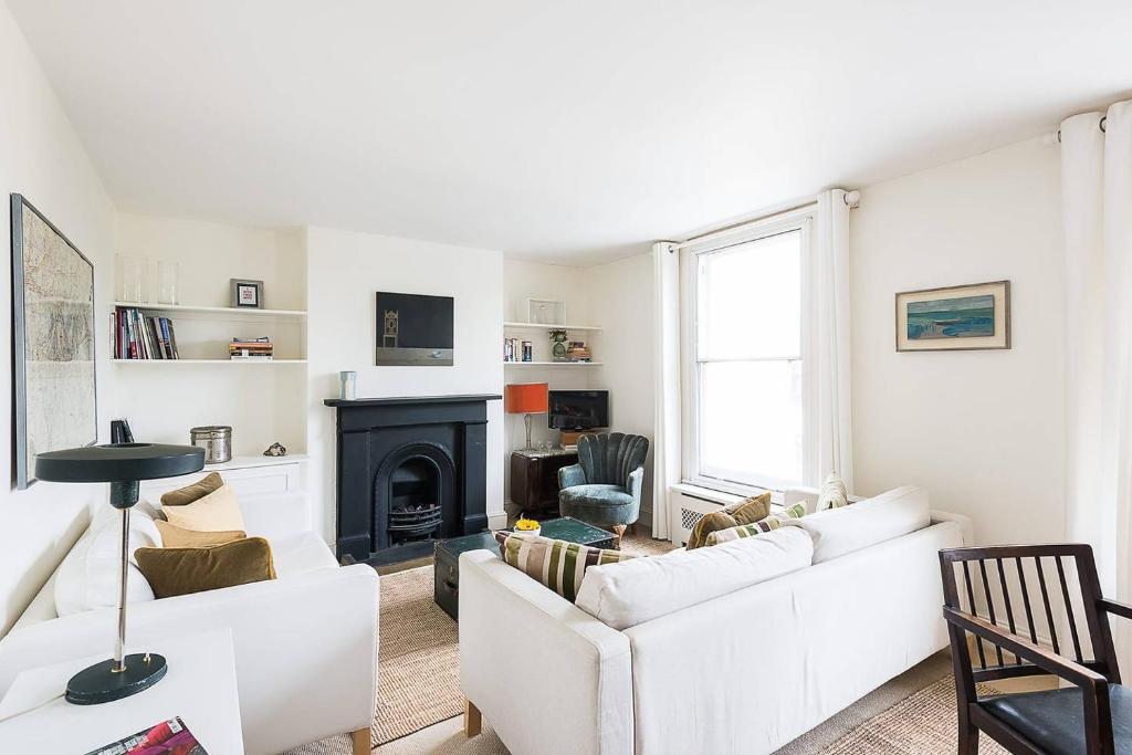 2 Bed Apartment Putney Bridge Road