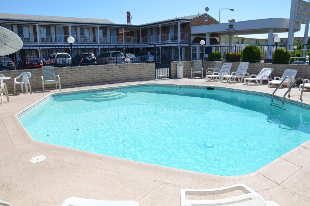 Book Now University Inn (Tucson, United States). Rooms Available for all budgets. Located 10 miles from Tucson International Airport this hotel features an outdoor swimming pool and a daily continental breakfast. Free Wi-Fi is included.A small fridge and mi