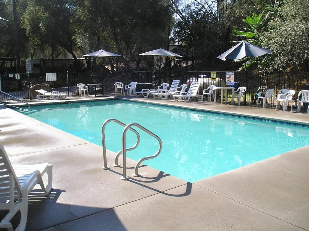 Piscina Ponderosa Camping Resort Park Model 8