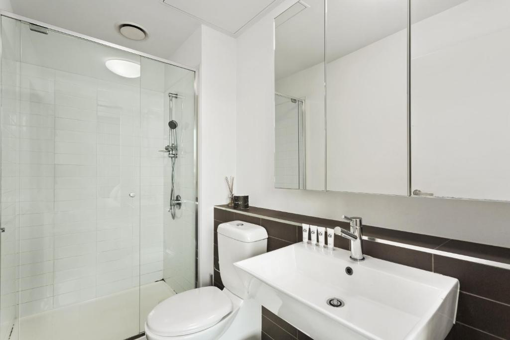 luxury cbd 2 bedrooms service apartment unit 508 220 spencer street