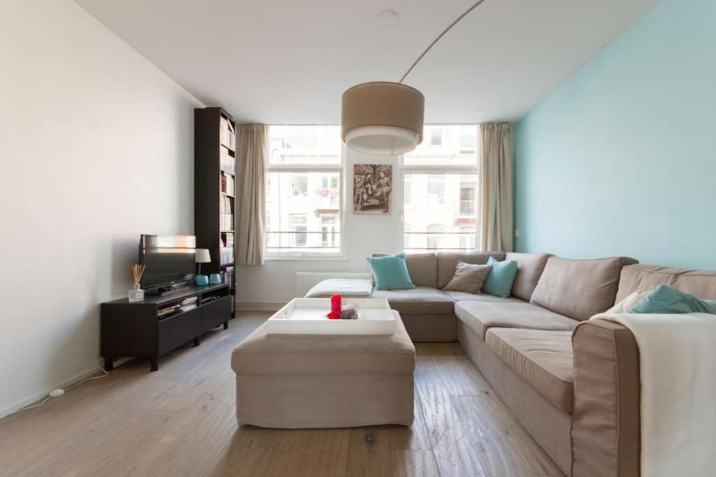Great 80m2 apartment at central!