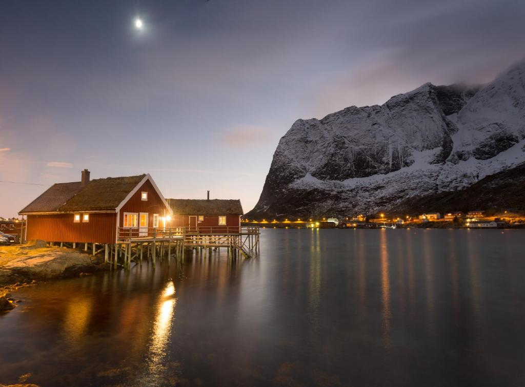 Valen Cabins in Reine