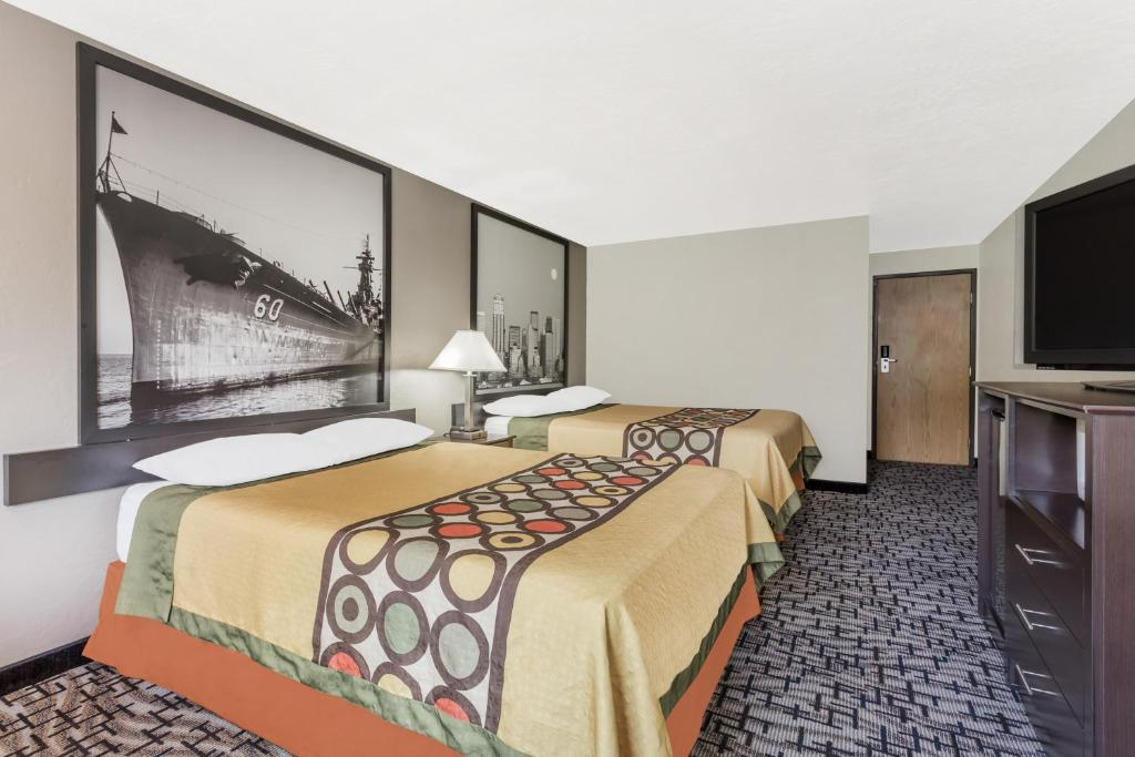 Book Now Super 8 Bremerton (Bremerton, United States). Rooms Available for all budgets. Guests appreciate being near Highway 3 downtown naval base and shipyard and nature spots with the convenience of free Wi-Fi and breakfast at the Super 8 Bremerton. Renovated i
