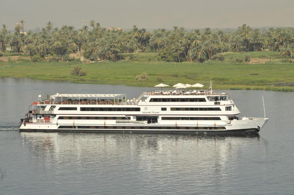 m y alexander the great nile cruise 4 nights every saturday from luxor