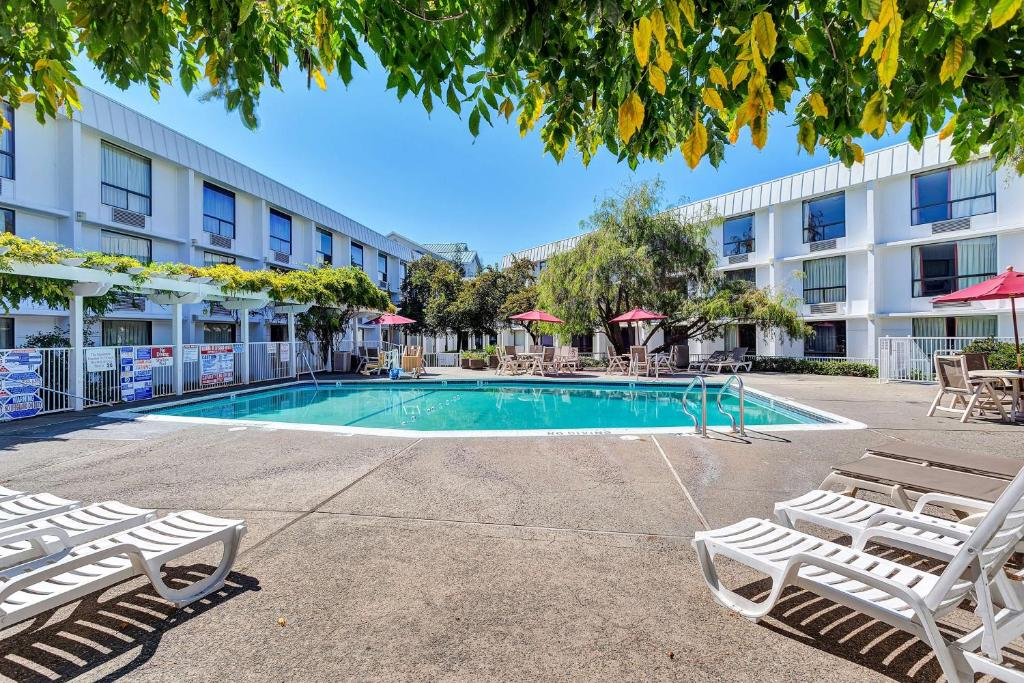 Swimming pool Motel 6 San Francisco - Redwood City