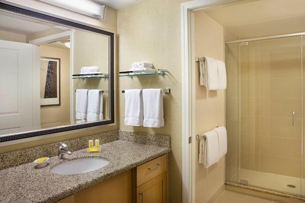 Book Now Residence Inn Calgary Airport (Calgary, Canada). Rooms Available for all budgets. Highly rated by our guests the non-smoking Residence Inn By Marriott Calgary Airport features free Wi-Fi a complimentary breakfast fully equipped kitchenettes and an indoor po