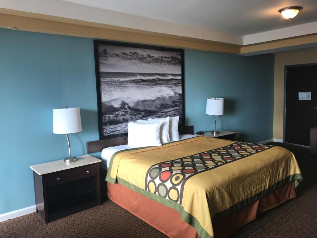 Book Now Super 8 Virginia Beach Oceanfront (Virginia Beach, United States). Rooms Available for all budgets. Right on the ocean and close to all the boardwalk action the affordable non-smoking Super 8 Virginia Beach Oceanfront has a pool free continental breakfast and well-appointed