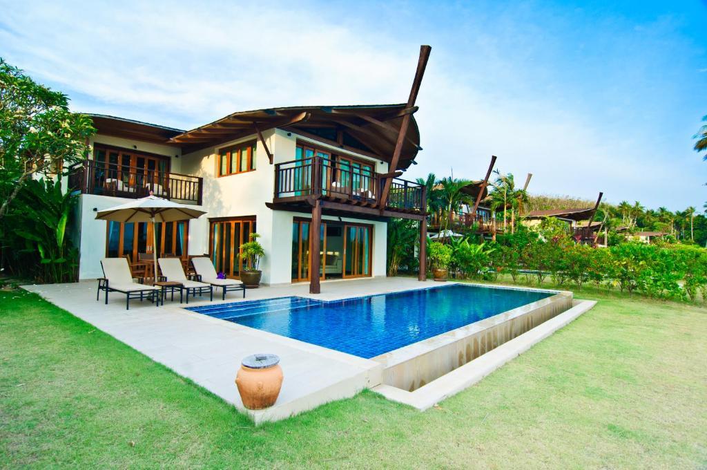 Luxury Awaits At Village Coconut Island