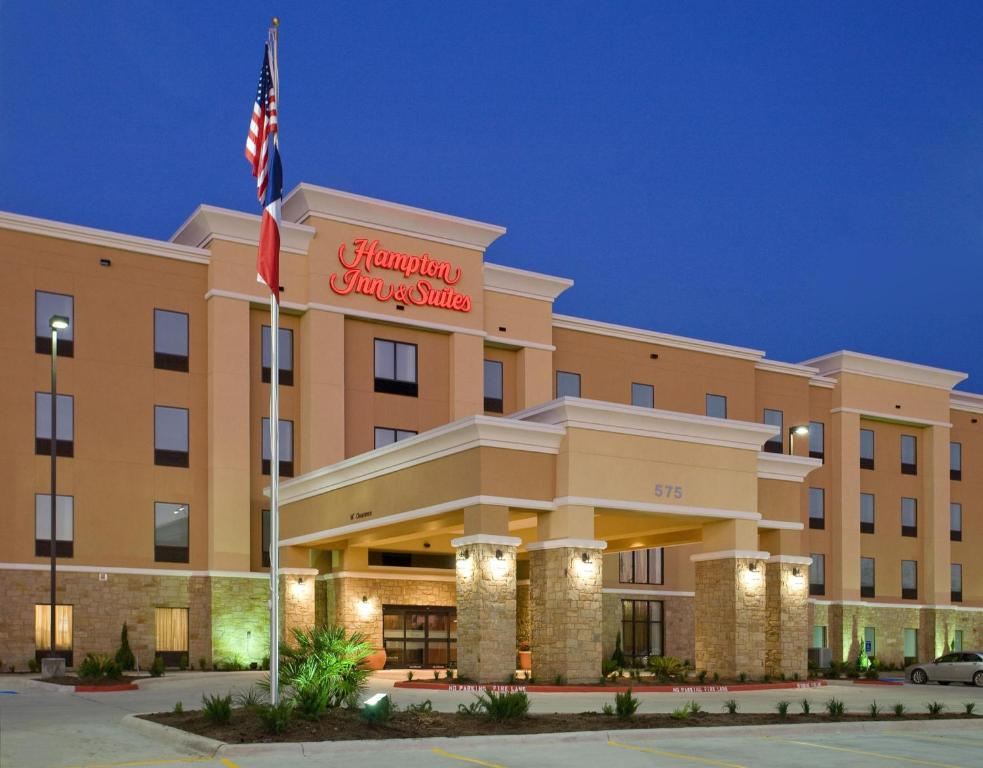 Book Now Hampton Inn & Suites New Braunfels (New Braunfels, United States). Rooms Available for all budgets. Free breakfast Wi-Fi an indoor pool and high-tech amenities make the Hampton Inn and Suites New Braunfels a winner in our guests' eyes. They also appreciate the choice of acti