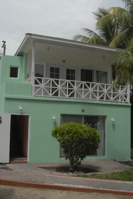 Terrific Coral Harbour Beach House Villas Starting From 113 Usd Home Interior And Landscaping Ferensignezvosmurscom