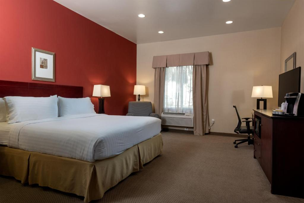 Book Now Holiday Inn Express Hotel & Suites Los Angeles Airport Hawthorne (Hawthorne, United States). Rooms Available for all budgets. A free breakfast buffet outdoor pool and flat-panel TVs add up to a pleasing experience for our guests at the Holiday Inn Express Hotel & Suites Los Angeles Airport Hawthorne.