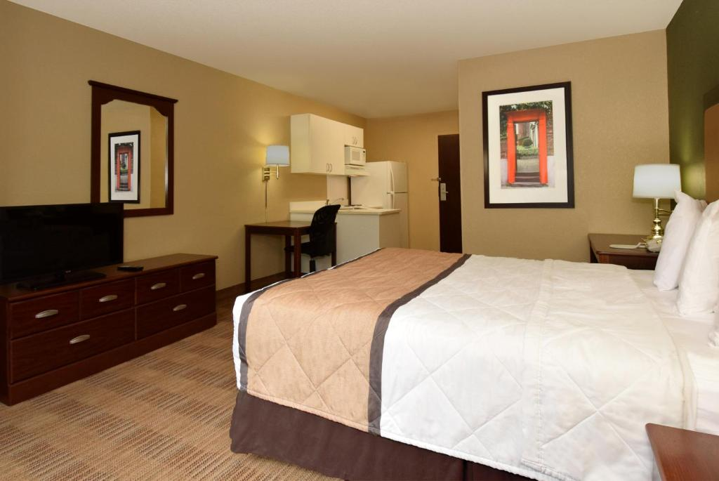 hotel extended stay america phoenix airport in phoenix. Black Bedroom Furniture Sets. Home Design Ideas