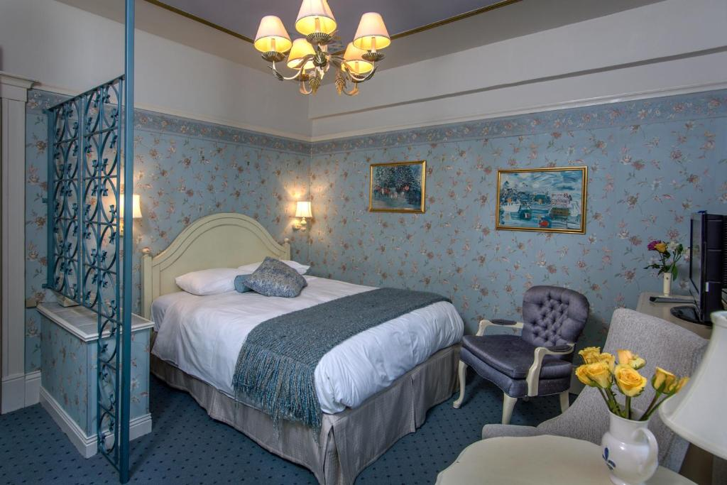 Book Now Cornell Hotel de France (San Francisco, United States). Rooms Available for all budgets. Discover the charm and elegance of France in the heart of San Francisco city centre at this family-owned and operated hotel ideally placed within 5 minutes' walk of of vibrant