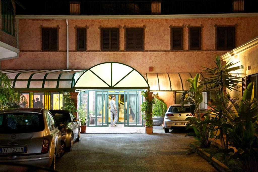 Book Now Valle Degli Ulivi (Motta Santanastasia, Italy). Rooms Available for all budgets. Situated in Motta Sant'Anastasia a medieval village on the outskirts of Catania Hotel Valle Degli Ulivi is found in a picturesque valley at the foot of Mount Etna.Within easy
