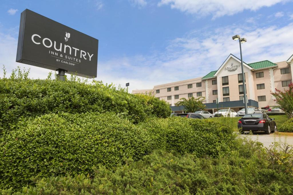 Book Now Country Inn & Suites By Carlson Atlanta Airport South GA (College Park, United States). Rooms Available for all budgets. Breakfast on the house free Wi-Fi attractive accommodations and a free airport shuttle are high points of Country Inn & Suites by Carlson Atlanta Airport South GA. The four-fl