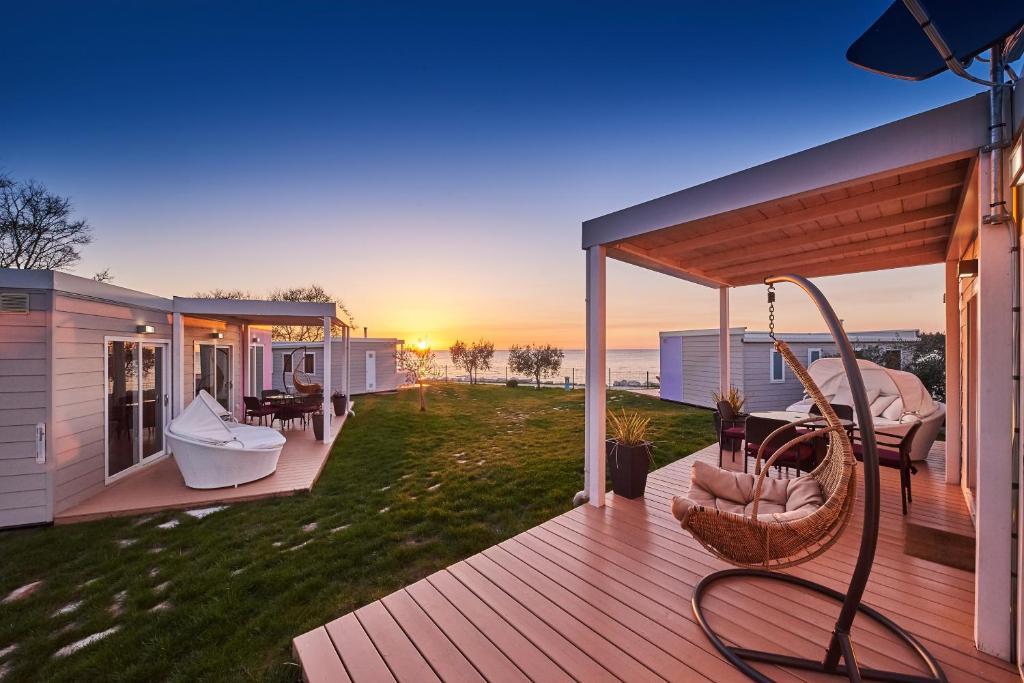 Porch Mobile Homes Sunset Beach Mhvillage Mobile Homes Sunset Beach In Umag Room Deals Photos Reviews