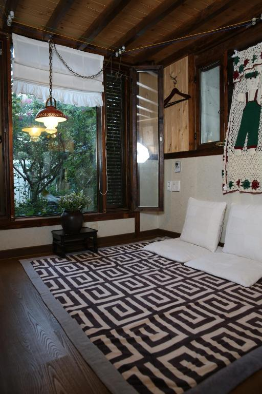 Korean-Style Superior Double Room with Loft Gyodong-Salrae