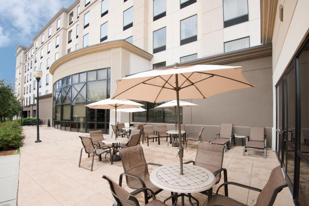Book Now Hampton Inn & Suites Newark-Harrison-Riverwalk (Harrison, United States). Rooms Available for all budgets. Our guests can look forward to airport shuttle service Wi-Fi hot breakfast and parking — all free — at Hampton Inn Newark-Harrison-Riverwalk. The modern six-stor