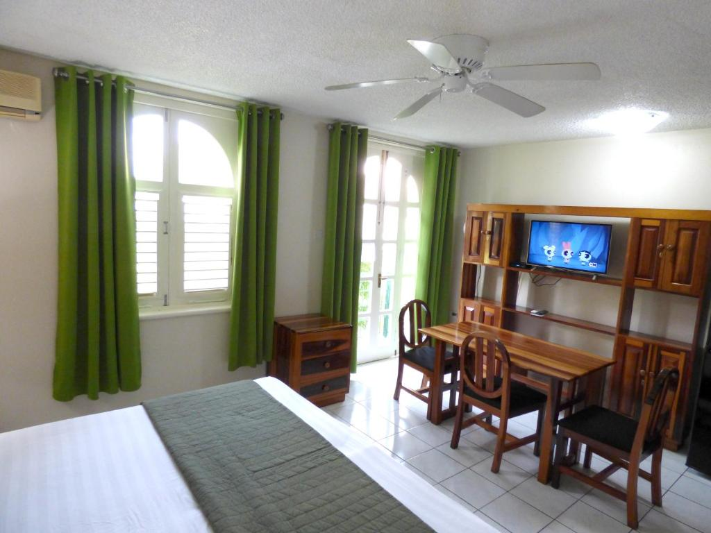 Apartment with Sea View - Guestroom Beach Studio 6