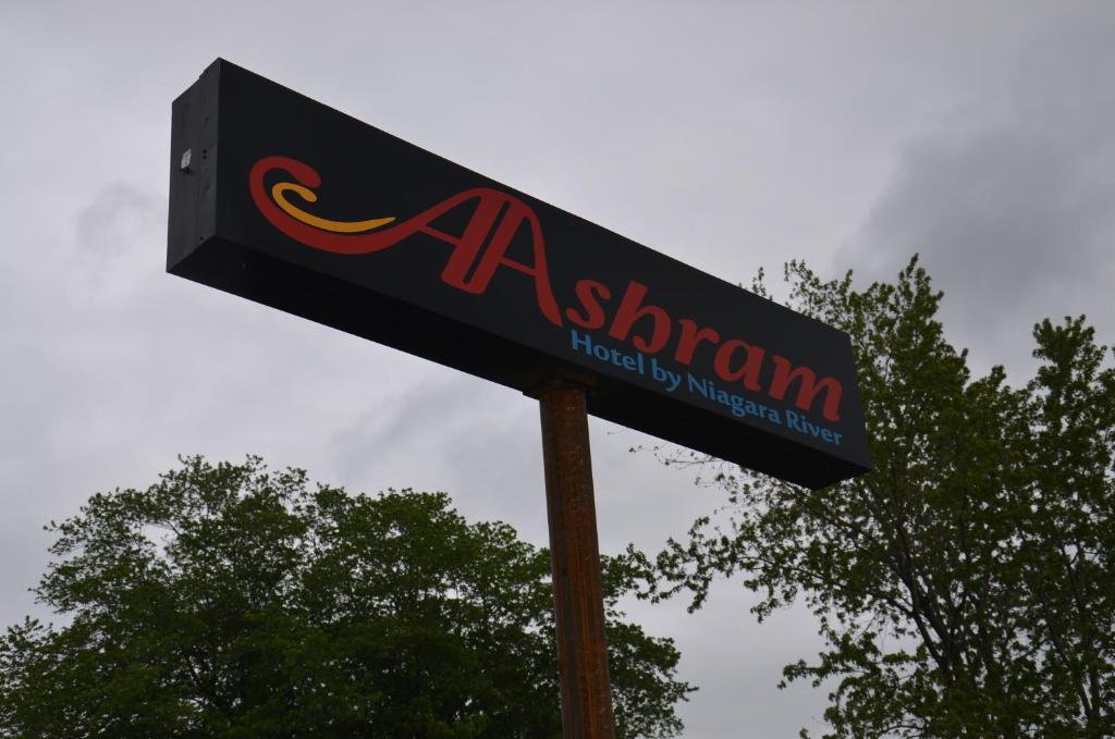Book Now Aashram Hotel by Niagara River (Niagara Falls, United States). Rooms Available for all budgets. Located just off Interstate 190 this boutique hotel boasts free Wi-Fi access in every room and a daily continental breakfast. Niagara Falls is only 10 minutes' drive away.Each