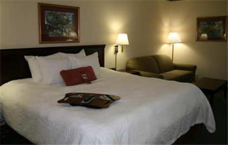 Book Now Hampton Inn Batesville (Batesville, United States). Rooms Available for all budgets. With free Wi-Fi and breakfast an outdoor pool and guest laundry facilities the Hampton Inn Batesville is a comfortable home away from home in the heart of the deep south. The