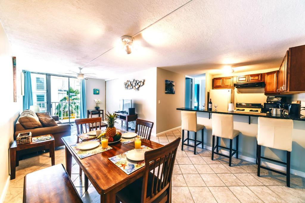 Best price on 2 bedroom condo in the waikiki lanais in - 2 bedroom suites in waikiki beach ...