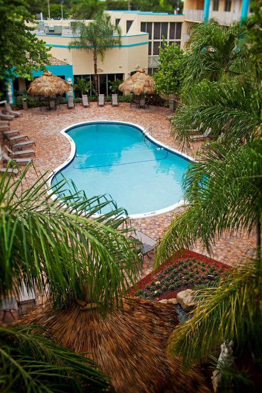 Book Now Universal Palms Hotel (Fort Lauderdale, United States). Rooms Available for all budgets. With amenities like free in-room Wi-Fi an on-site restaurant and a heated outdoor pool Universal Palms Hotel offers our guests plenty to like. Free Wi-Fi coffeemakers and cabl