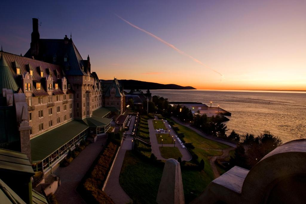 Book Now Fairmont Le Manoir Richelieu (La Malbaie, Canada). Rooms Available for all budgets. Book a massage at the spa lounge in the pools and relax over room service at the non-smoking Fairmont le Manoir Richelieu. This sprawling mid-rise Fairmont is like a French ma