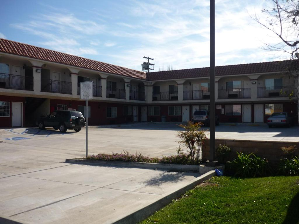 Book Now Marina 7 Motel (Los Angeles, United States). Rooms Available for all budgets. Conveniently located off California Highway 1 this Venice Beach motel is 2 miles from the Venice Beach Boardwalk and 10 minutes' drive to Santa Monica Pier. All rooms include