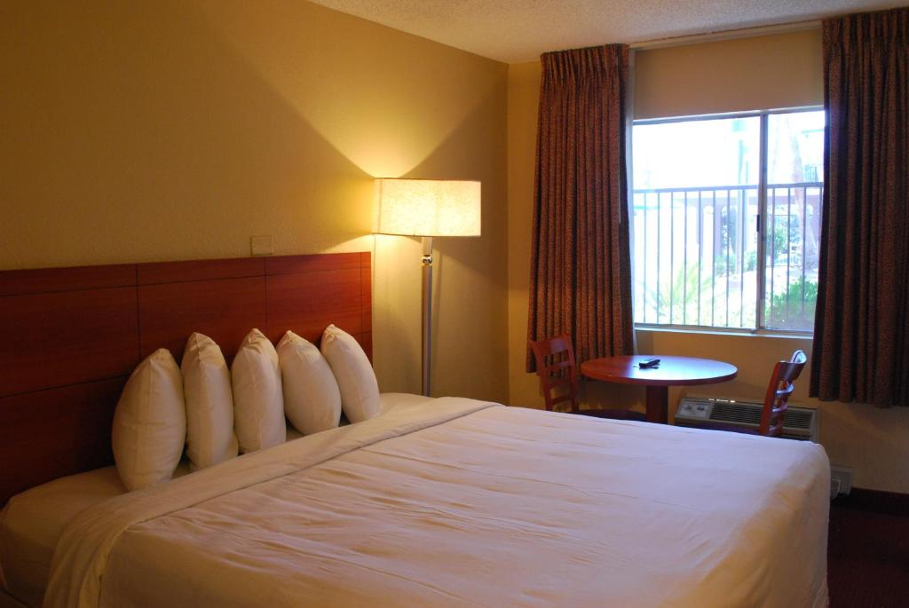 Book Now Days Inn Las Vegas At Wild Wild West Gambling Hall (Las Vegas, United States). Rooms Available for all budgets. Our guests at the western-themed Days Inn Las Vegas at Wild Wild West Gambling Hall love the fact that they can easily walk over to the Las Vegas Strip or lasso a meal anytime