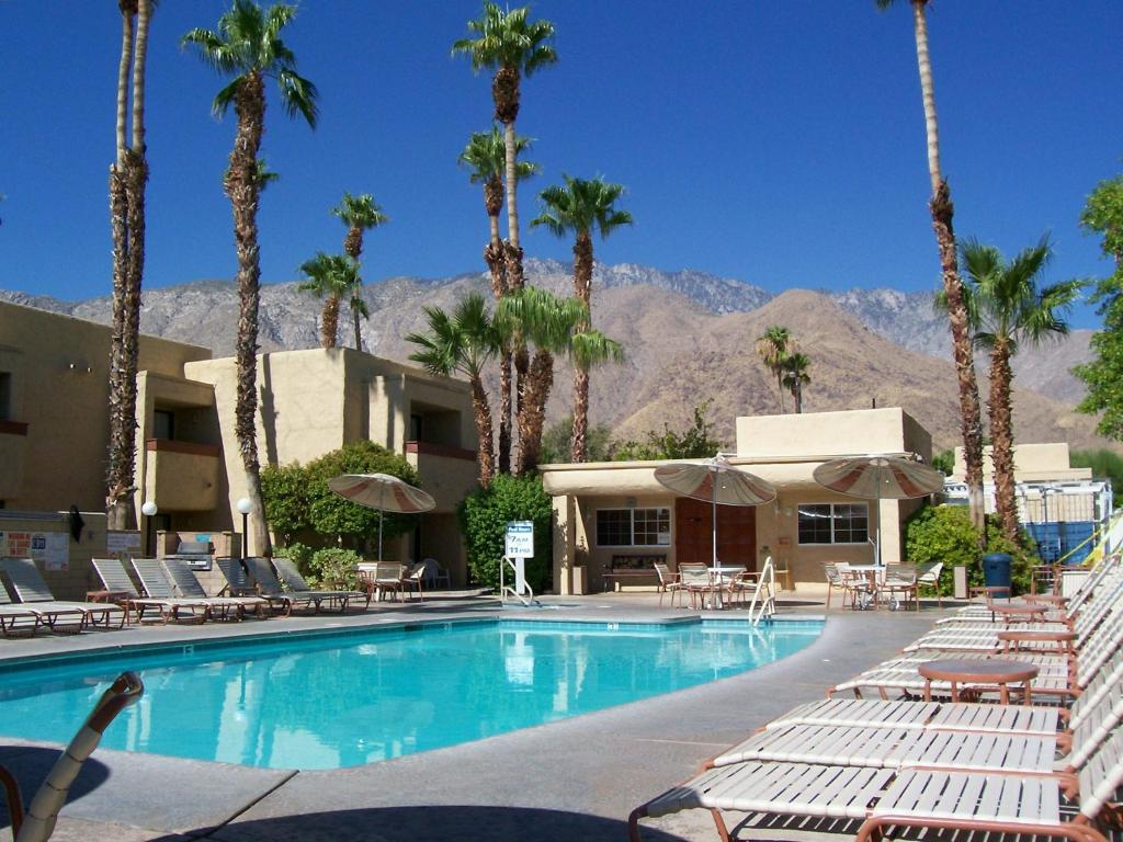 Book Now Desert Vacation Villas (Palm Springs, United States). Rooms Available for all budgets. Surrounded by beautiful desert scenery in the mountain foothills this hotel is just 5 minutes' drive away from Palm Springs town centre. It offers spacious 2-bedroom villas wi