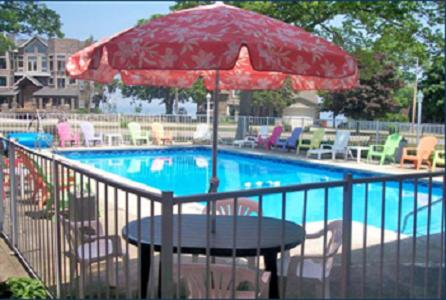 Book Now American Boutique Inn - Lakeview (Carp Lake, United States). Rooms Available for all budgets. Located steps away from the waterfront this Mackinaw City bed and breakfast boasts lake views from each uniquely-themed guest room. The heated outdoor pool is surrounded b