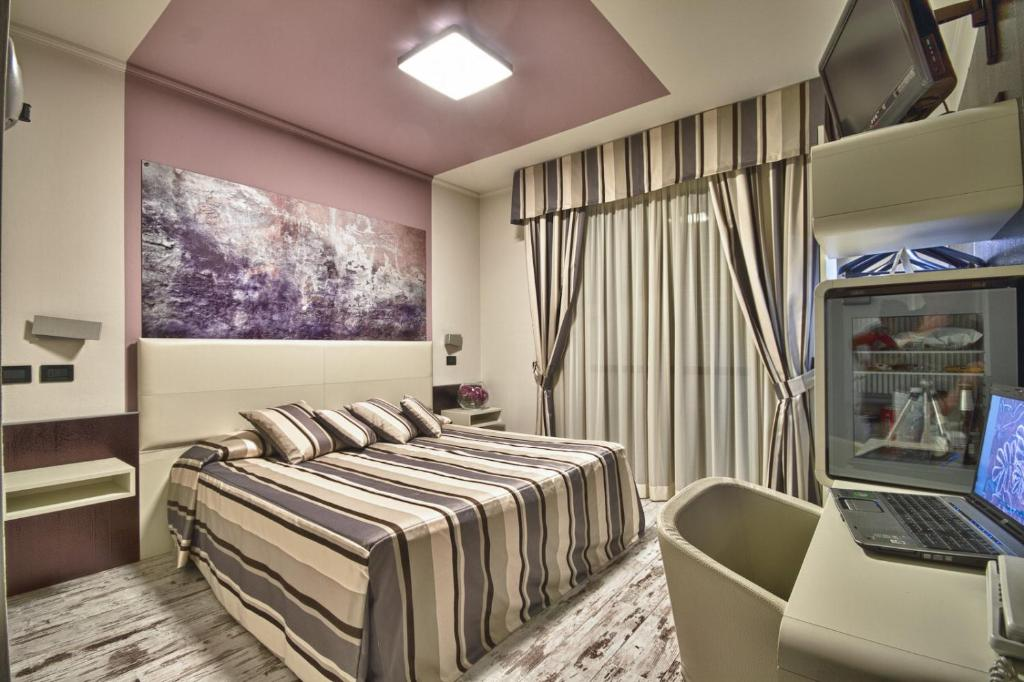 Book Now Hotel Le Palme (Dormelletto, Italy). Rooms Available for all budgets. Located 500 metres from Lake Maggiore Hotel Le Palme offers spacious rooms with free Wi-Fi and a satellite flat-screen TV. A varied breakfast including fresh cakes and pastrie