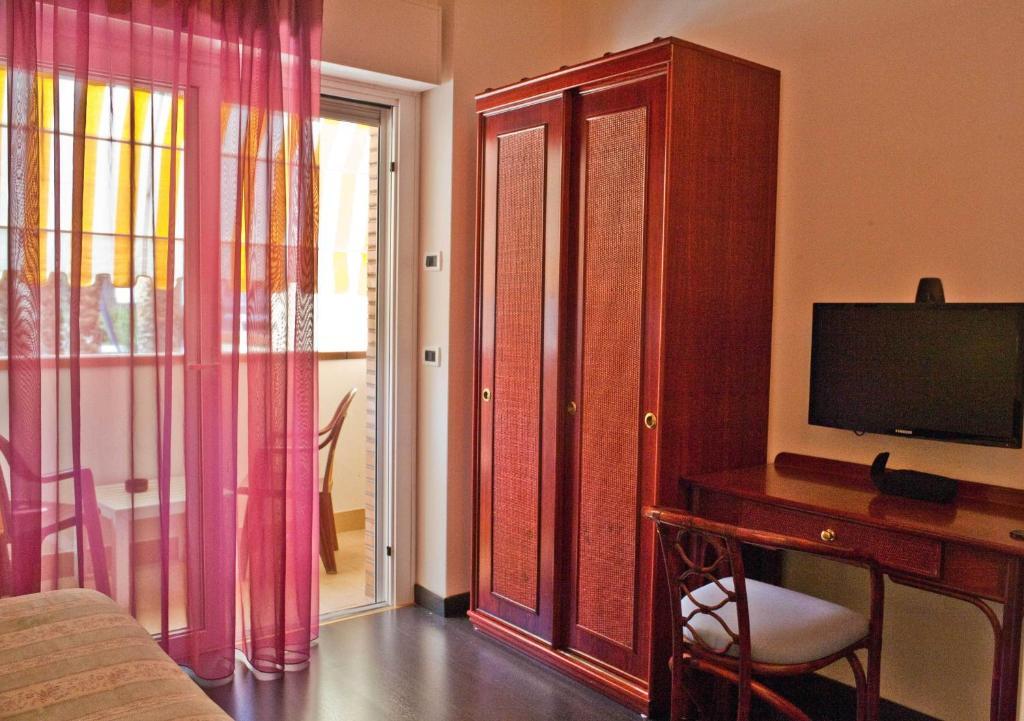 Hotel Rivadoro Hotel In Martinsicuro Italy