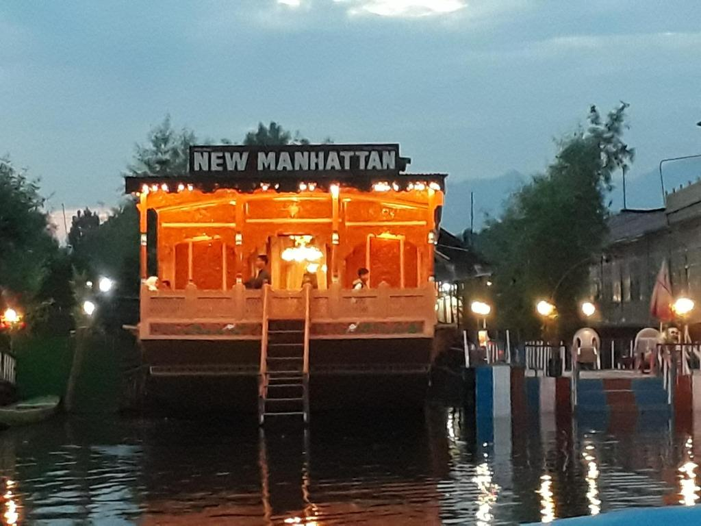 New Manhattan Group of Houseboats