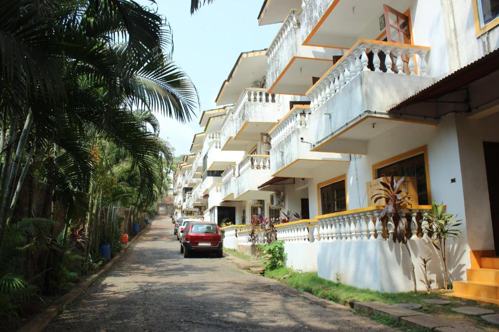 OYO Homes 1BHK 2 Min Drive to Candolim Beach