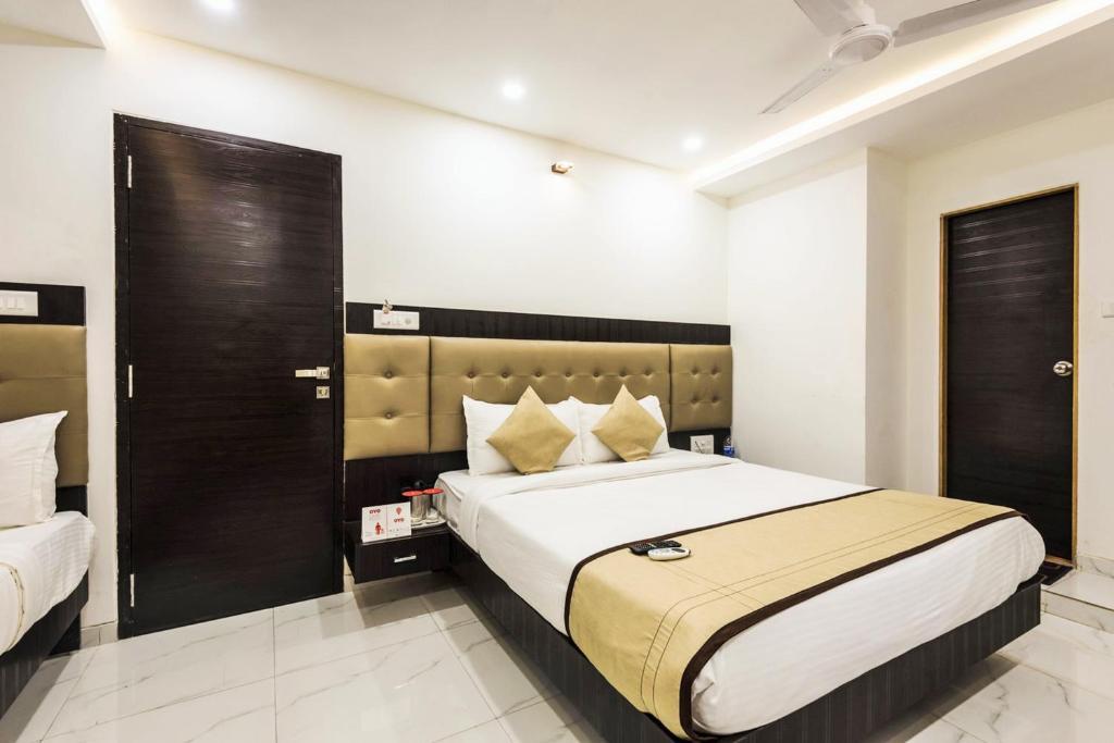Hotel Bkc Palace Kismat Nagar Phelwan Society Next To Building Mumbai