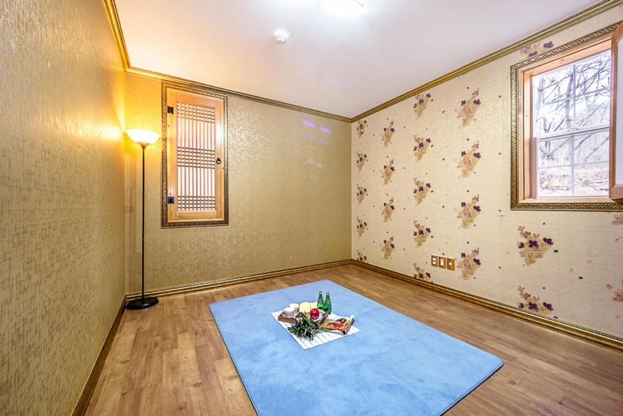 Korean-Style Standard One-Bedroom House Namhae Forest Lodge